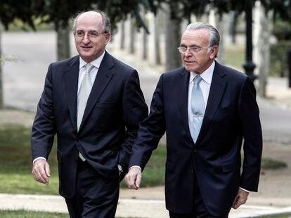 Antonio Brufau (izquierda) e Isidro Fainé, en La Moncloa en el año 2010.
