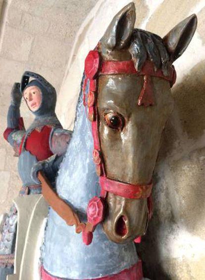 Otra imagen facilitada por ACRE de la escultura de San Jorge, tras su restauración.