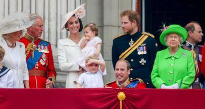 La familia real británica durante el desfile de 2016.