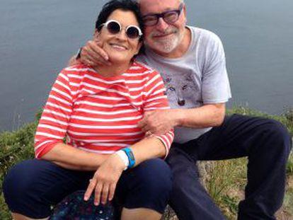 Fernando Savater y su mujer Sara Torres, fallecida el pasado marzo, en Finisterre en junio de 2014.