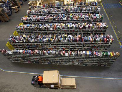 Imagen aérea de uno de los centros de distribución logística de libros de Amazon en Alemania.