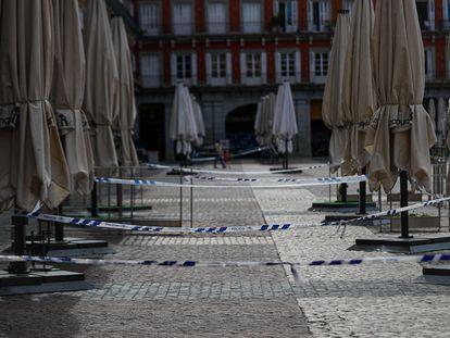 Terrazas de bares y restaurantes permanecen cerradas este miércoles en Madrid.
