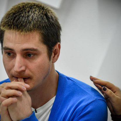 Maxim Lapunov denunció torturas y detención ilegal en Chechenia por ser gay.