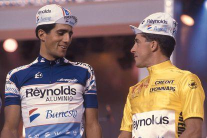 Miguel Indurain y Pedro Delgado, en el Tour de 1989.