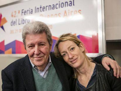 Jorge Herralde y Milena Busquets en su presentación, en la Feria del Libro de Buenos Aires.