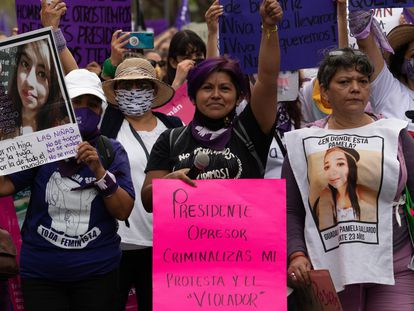 Érika Martínez, marcha para exigir justicia para su hija víctima de abuso de sexual, el pasado 8 de marzo.