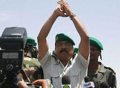 El jefe de la junta militar de Mauritania, el general Mohamed Ould Abdeln Aziz, ayer en Nuakchot.