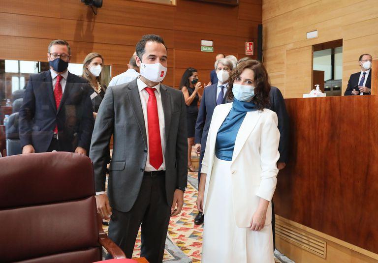 Ignacio Aguado junto a Isabel Díaz Ayuso en el Debate del estado de la región en la Asamblea de Madrid.