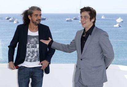 Fernando León de Aranoa (izquierda) y Benicio del Toro, ayer en Cannes.