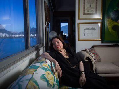 La escritora Nélida Piñón en su apartamento del barrio de Lagoa, en Río de Janeiro, el pasado agosto.