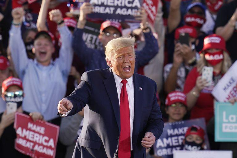 El presidente de Estados Unidos, Donald Trump, en un mitin de campaña este lunes en Tucson, Arizona (EE UU).