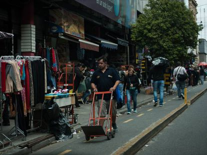 Una calle del Once, Buenos Aires.