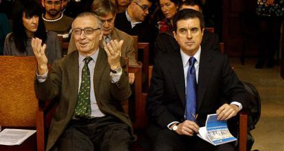 Jaume Matas sigue el juicio con un bloc con anotaciones. A su derecha, Antonio Alemany.