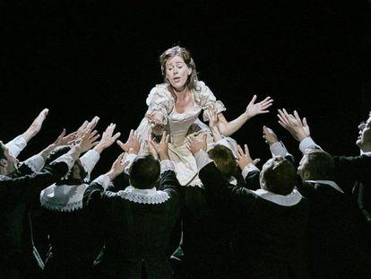 Un momento de la ópera 'I puritani' de Vincenzo Bellini, con la que el Liceo abre la temporada.