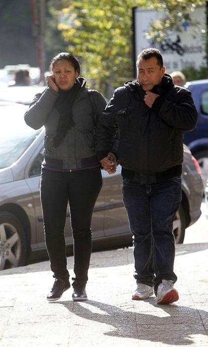 Los padres de la victima a su llegada al Instituto Anatómico Forense.