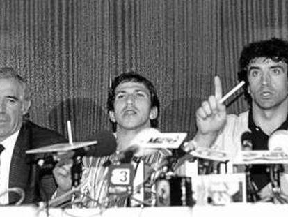 Luis Aragonés, Víctor Muñoz y Alexanko, en el motín de 1988.