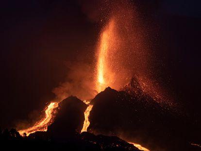La erupción del volcán, desde Tajuya, este sábado.