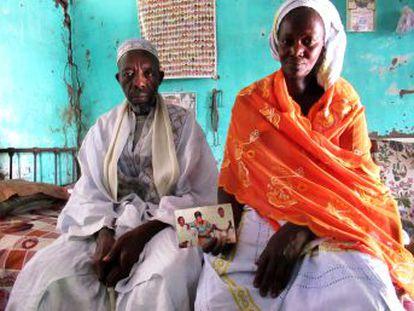 Suleimán quería dinero para una casa. Jojo era camarera. Tina partió con su hija de dos años. Todos murieron cuando el cayuco volcó en el mar. EL PAÍS reconstruye el viaje con los supervivientes