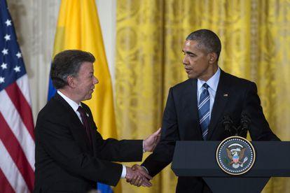 El presidente de Estados Unidos, Barack Obama, con el de Colombia, Juan Manuel Santos, en la Casa Blanca el 4 de febrero.