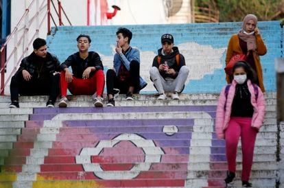Jóvenes en una calle de Argel (Argelia), el 3 de febrero de 2021.