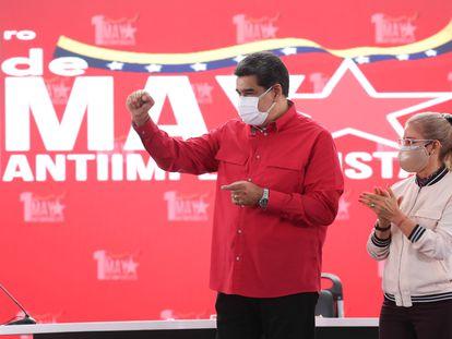 El presidente Nicolás Maduro, junto a su esposa, en un acto en Caracas en mayo.
