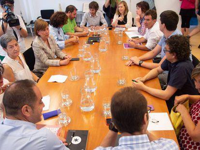 Parlamentarios del PSN, IU, Podemos y Geroa Bai, durante la reunión de este viernes en el Parlamento de Navarra. En vídeo, declaraciones de la secretaria general del PSN y candidata a la Presidencia del Gobierno de Navarra, María Chivite.