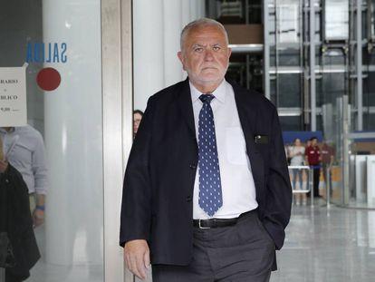 El exconsejero valenciano Juan Cotino tras declarar en el juicio de Emarsa.