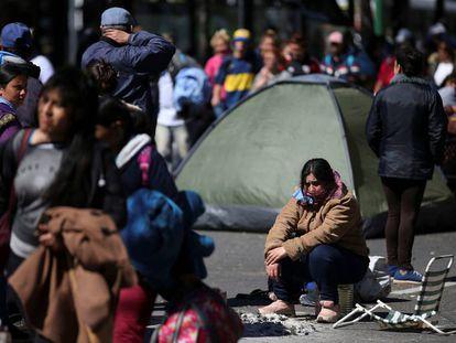 Manifestantes acampan en el centro de Buenos Aires para exigir que se declare la emergencia alimentaria.