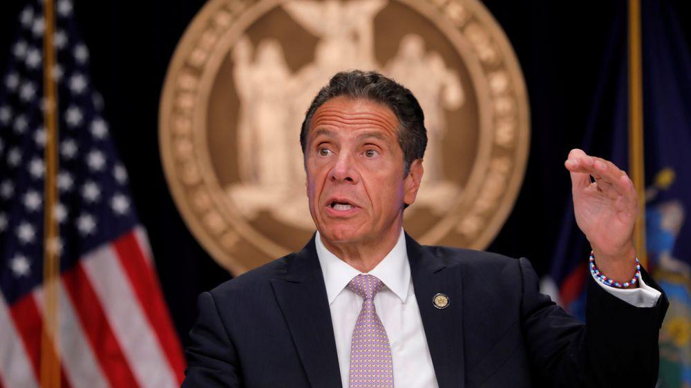 Un tercer testimonio de acoso estrecha el cerco sobre el gobernador de Nueva York