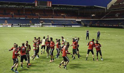 Entrenamiento de Osasuna en el estadio de El Sadar.