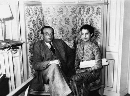 El escritor Antoine De Saint Exupery y su mujer, Consuelo Suncín-Sandoval, en Paris.