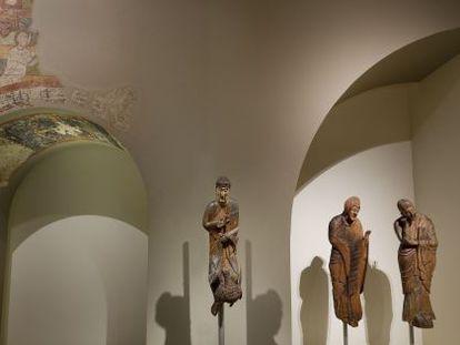 La figura del Vinseum, junto con las otras dos del MNAC en la sala 11 del museo.