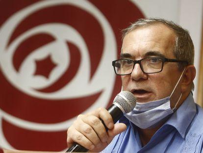 Rodrigo Londoño, 'Timochenko', presidente del rebautizado partido Comunes, lee las conclusiones de la segunda asamblea nacional.