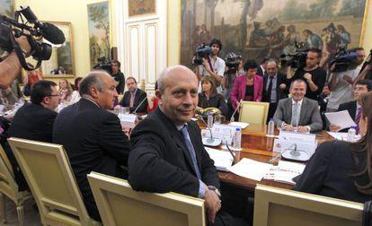 El ministro de Educación, José Ignacio Wert, con  los consejeros de Educación.