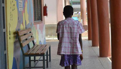 """""""Mi tía me llevó a un sitio donde me tenían encerrada todo el día limpiando pescado. No me dejaban ni ir al colegio"""", cuenta Fatumatah, víctima de tráfico de menores."""