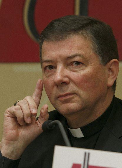El portavoz de la Conferencia Episcopal, Juan Antonio Martínez Camino, durante su rueda de prensa en Madrid