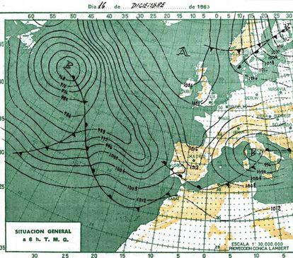 Mapa meteorológico de la víspera del día del récord. Buena parte de España estaba bajo los efectos de un temporal de nieve merced a una entrada de aire polar impulsado por un gran anticiclón cerca de Islandia y una borrasca en el Mediterráneo.