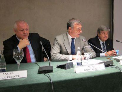 Ángel de la Fuente y López-Casasnovas, junto a Borja García-Nieto (en el centro).