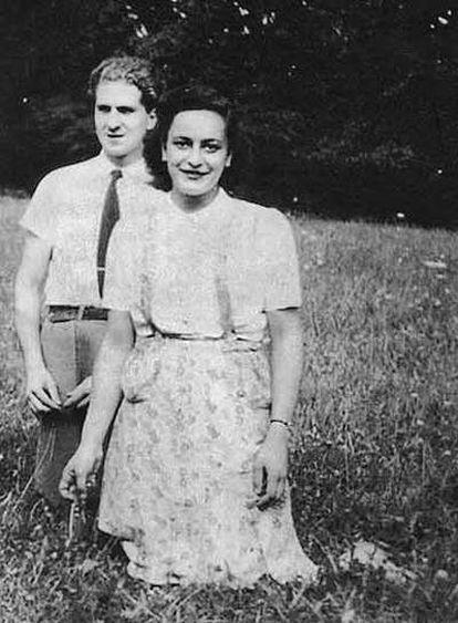 Hélène posa junto a su novio, Jean Morawiecki.
