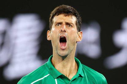 Djokovic celebra un punto durante la semifiinal contra Federer en Melbourne.