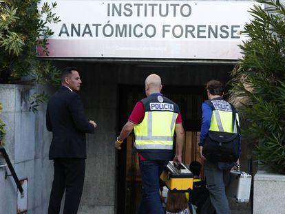 Entrada al Instituto Anatómico Forense, en Madrid. En vídeo, Blanca llevaba un blister de medicación en la mochila.