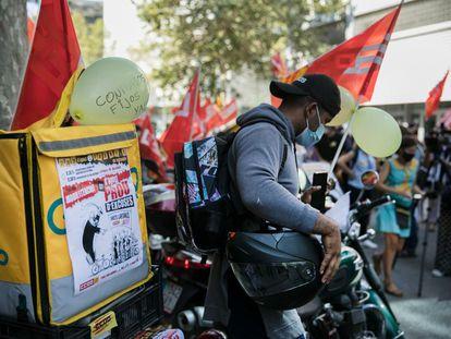 Un trabajador de Glovo, durante la huelga.