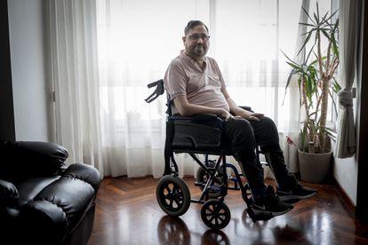 Jesús Vázquez, enfermo de ELA, en su casa de A Coruña.