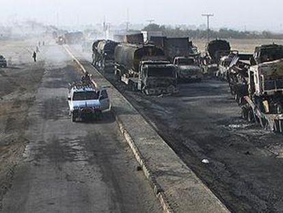 Talibanes queman un grupo de 18 camiones en la frontera entre Afganistán y Pakistán