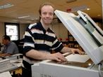 Javier tiene síndrome de Down y trabaja como ordenanza en la Fundación Adecco.