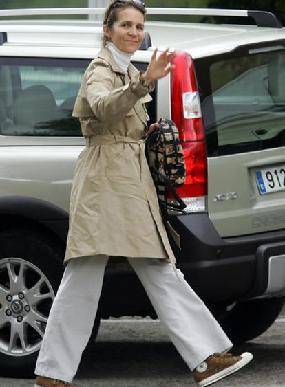 La Infanta Elena, saludando a la prensa