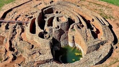 Imagen de dron de Montilla de Azuer con el pozo lleno