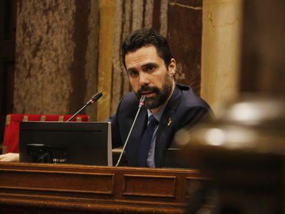 El presidente del Parlament, Roger Torrent, en un pleno de la Cámara catalana.