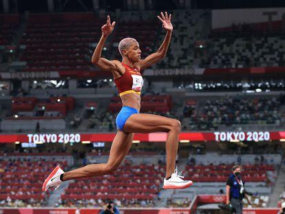 La atleta venezolana  Yulimar Rojas durante la final de triple salto en los Juegos de Tokio 2020