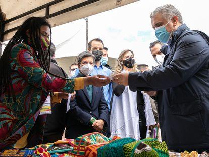 El presidente de Colombia, Iván Duque, junto a la alcaldesa de Bogotá, Claudia López, este viernes en Bogotá.